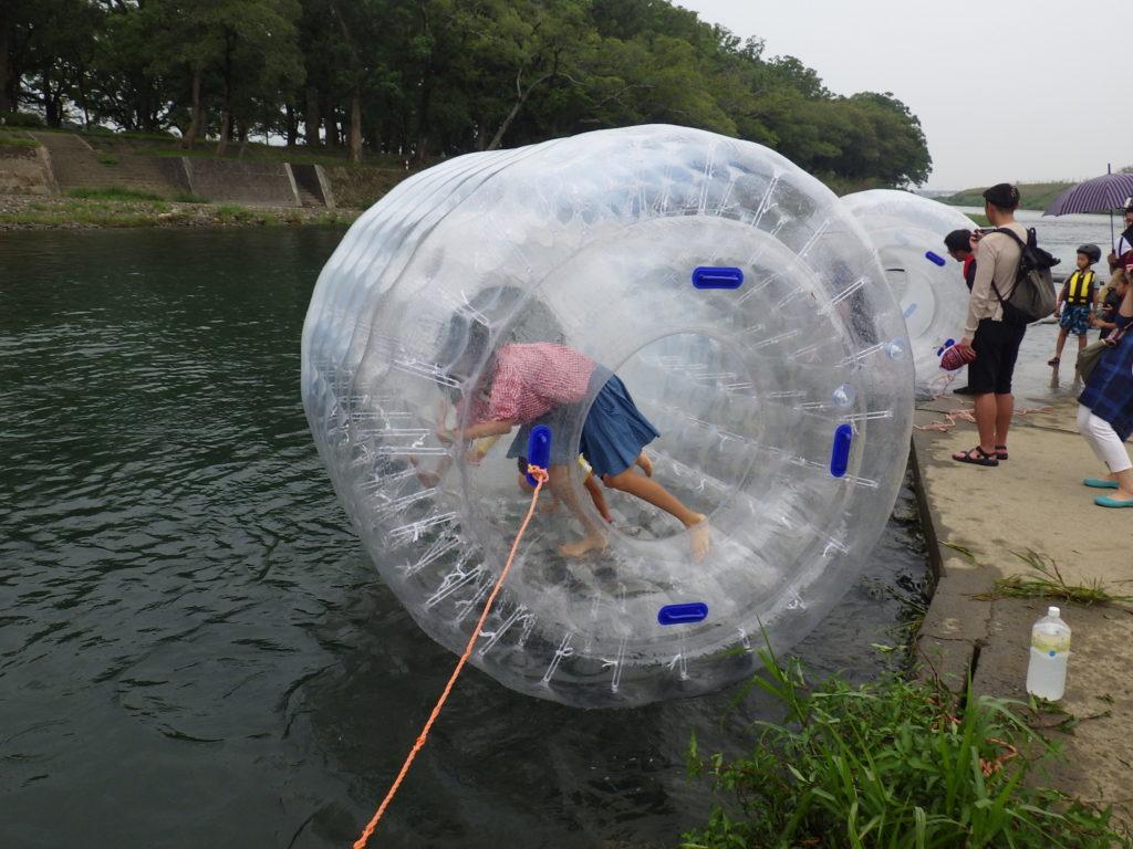 水上ウォーターチューブ体験